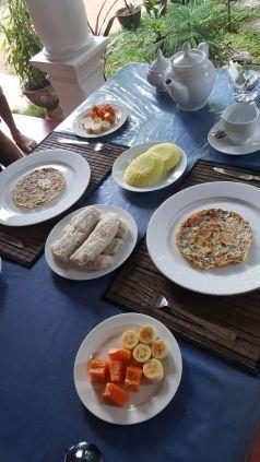 Breakfast of Levariya, Vandu and fruit.